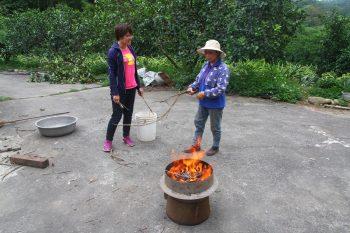 火炎山果園製作生物炭